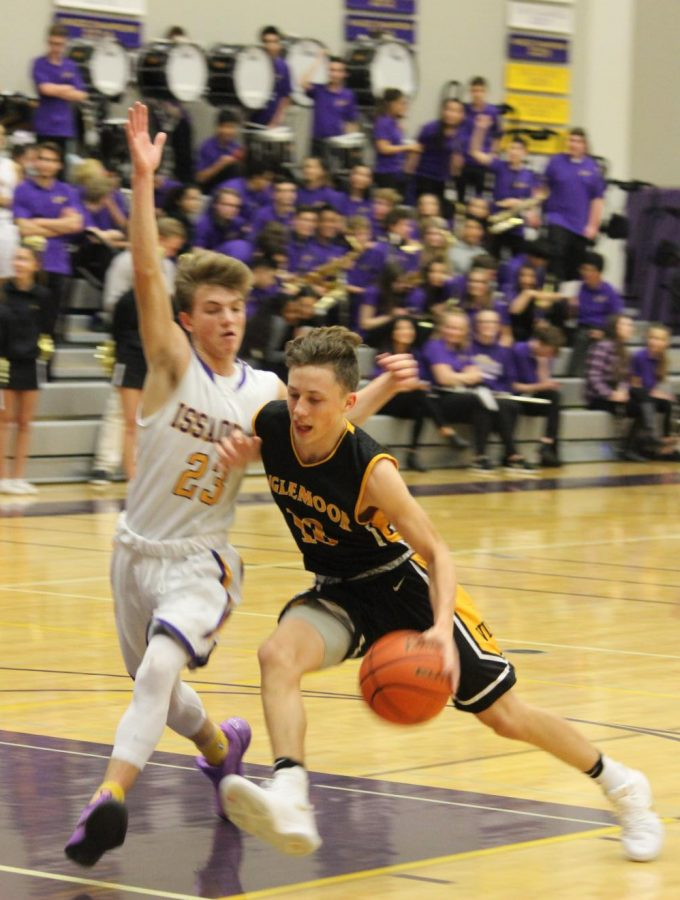 Point+guard+Zach+Shimek+drives+past+Issaquah+defender+on+his+way+to+the+rim.+Inglemoor+boys+went+on+to+lose+67-55.