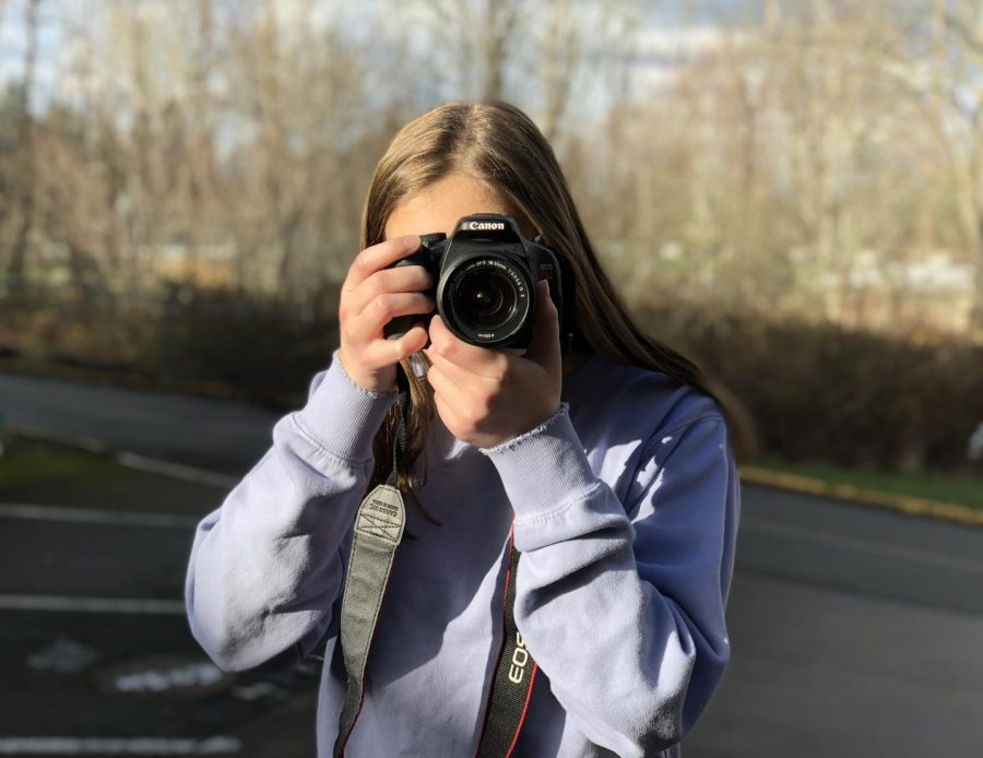 Oomen focuses her camera during photography class. She said that she gets a lot of support for her photography on her Instagram account.
