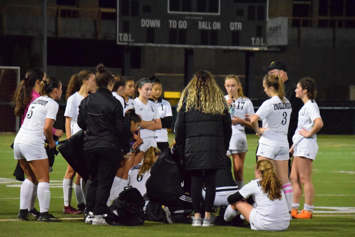 Inglemoor players form a huddle after their draw with Woodinville on Oct. 24.