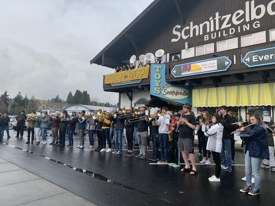 Band performs in front of Snapdoodle Toys.
