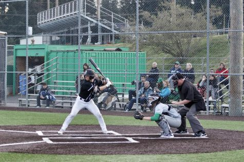 Baseball fights for top spot in KingCo