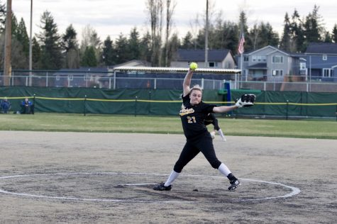 Softball coasts into 2019 playoffs