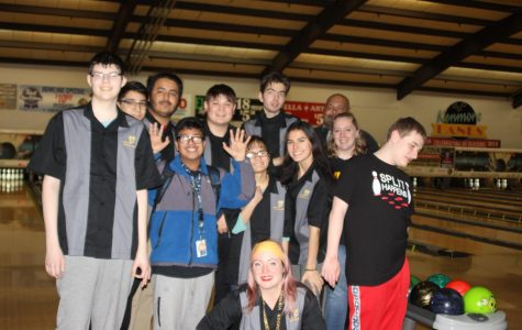 Unified bowling team poses for group photo after finishing competition against Bothell, North Creek and Woodinville High School on Jan. 31 at Kenmore Lanes.  Photo by Selin Asan